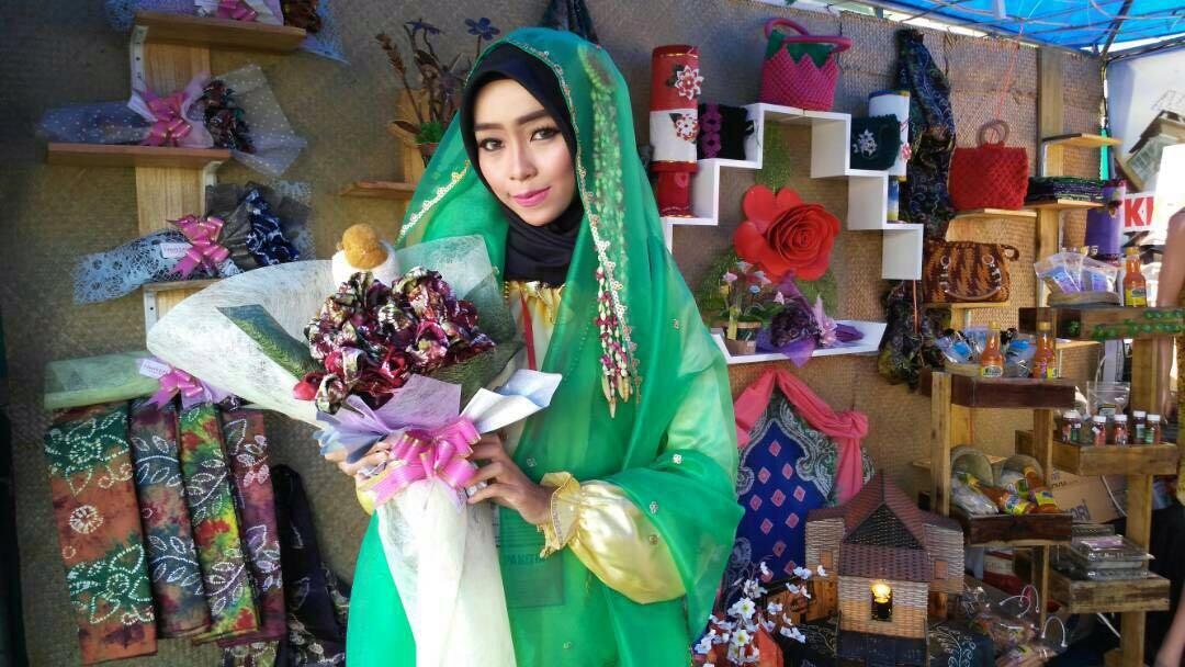 Usaha Merangkai Hijab hingga Bertemu Ibu Negara