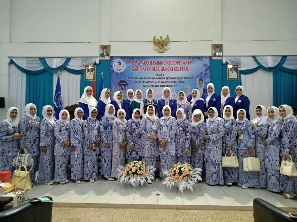 Dewi Lantik DPC HSS & Tabalong