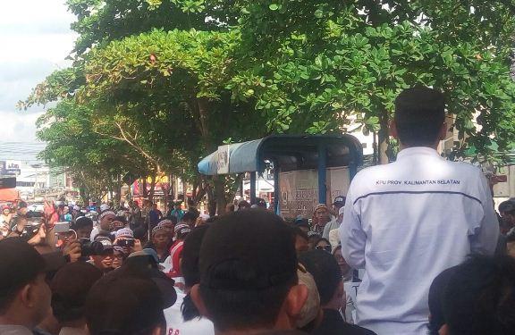 Ratusan Massa Tuntut KPU Berlaku Jujur dan Adil
