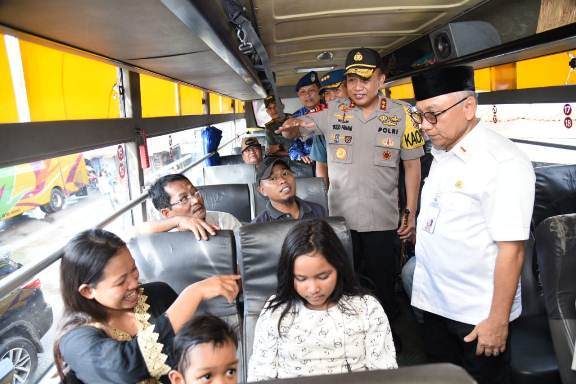 Pastikan Keamanan Mudik, Kapolda Kalsel Tinjau Pos Terpadu Operasi Ketupat Intan 2019