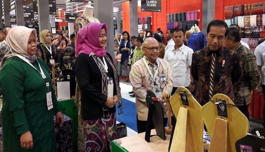Jokowi Sambangi Stand Sasirangan Kalsel