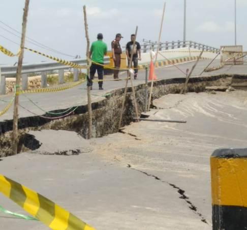 Ada Apa Dibalik Ambruknya Oprit Jembatan Tabirai • Kajati Kalsel Akan Bentuk Tim