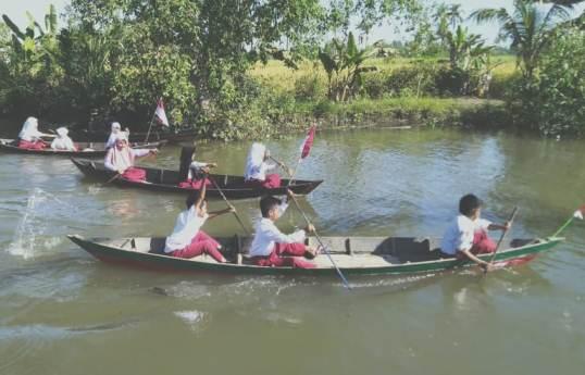 Peringati HUT RI, Anak-Anak Kuin Kacil Berlomba Jukung