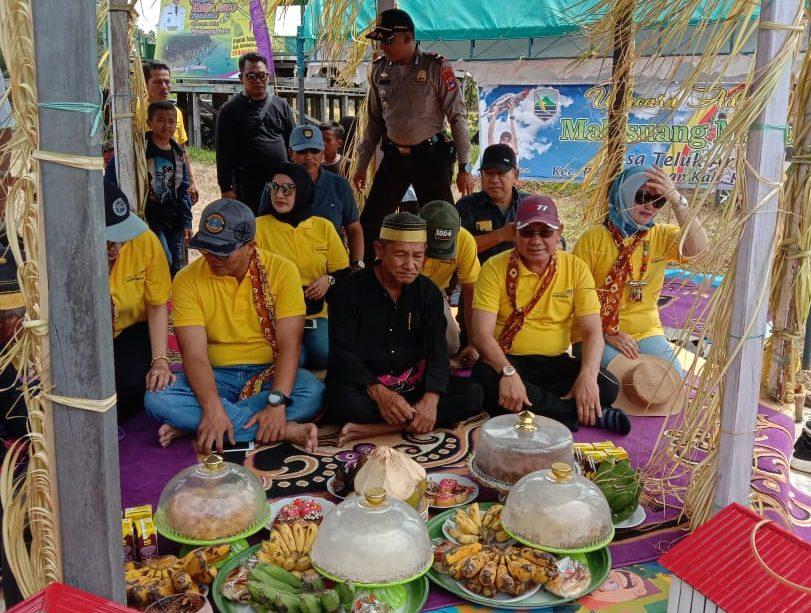 Upacara adat Mallasuang Manu, di hadiri Bupati Kotabaru