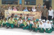 Assa Rent Berbagi, Madrasah Nurul Huda Gambut Terima Lemari, Meja dan Bangku