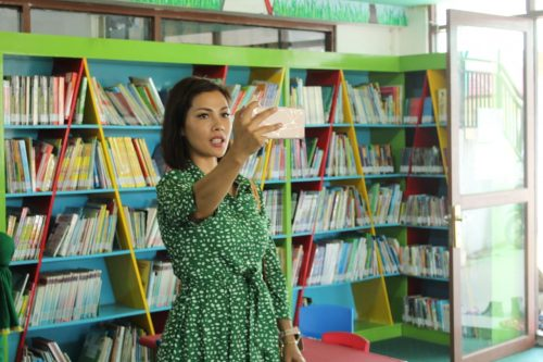 Kendati dikenal sebagai salah satu presenter acara televisi swasta, Nadia Mulya yang juga aktif berperan di dunia literasi, diberi kesempatan menemui penggemarnya dan menikmati suguhan bacaan yang tersedia di Perpustakaan Pal 6 (Palnam)