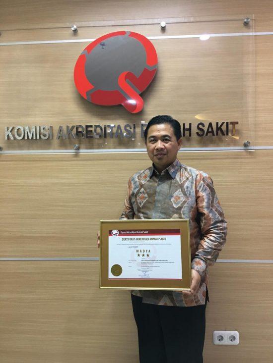 Ibnu Sina Jemput Sertifikat Akreditasi RS Sultan Suriansyah di Jakarta