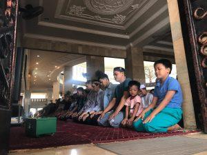 Ratusan Umat Islam ikuti Shalat Gerhana Matahari di Masjid Sabilal Muhtadin.