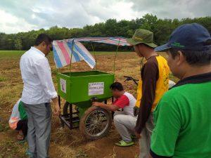 Sinar Jaya Tani Berhasil Bikin Mesin Penabur Pupuk