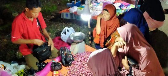 Dinilai Strategis, Tepi Jalan Desa Panggung Dijadikan Pasar Malam