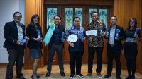 Best Western Kindai Hotel Bagikan Tumbler di Kantor Wali Kota