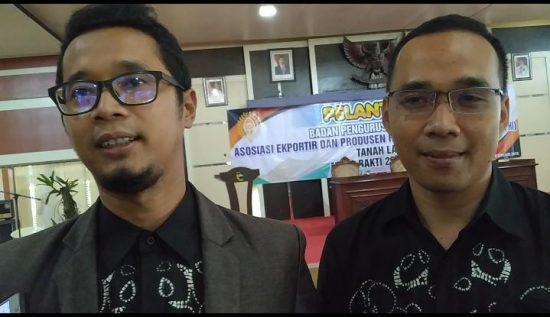 Asosiasi Eksportir dan Produsen Handicraf Indonesia ( ASEPHI ) merupakan organisasi yang dapat menyalurkan aspirasi para pengusaha dan pengrajin di bidang kerajinan