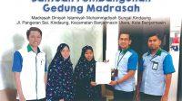 UPZ Bank Kalsel Salurkan Bantuan Pembangunan Gedung MDIM Sungai Kindaung