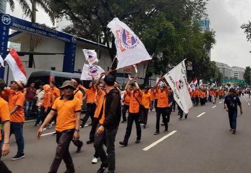 Ratusan Karyawan PT Post Long March ke Kementerian BUMN Teriak 'Ganti Direksi'