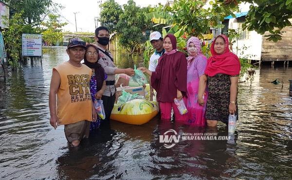 Alumni SMA Korpri Berbagi  dan Peduli Korban Banjir