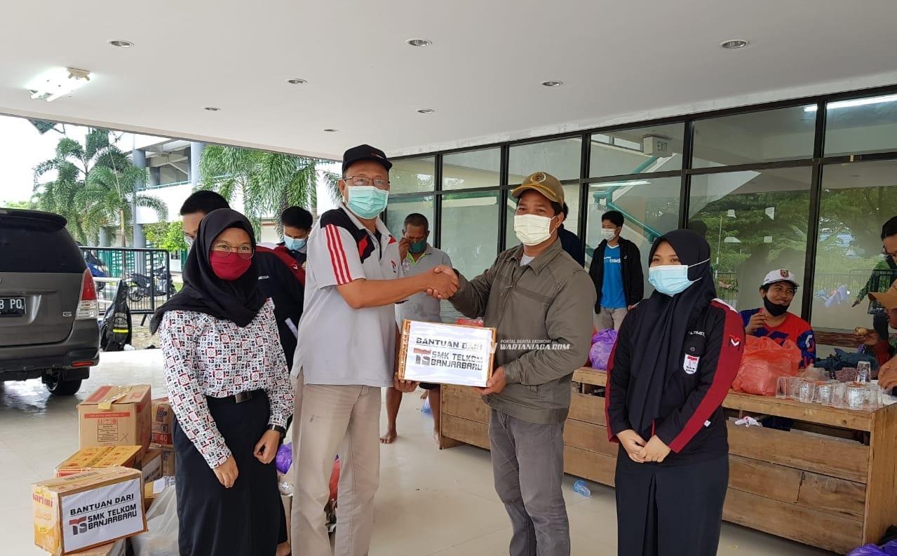 SMK Telkom Banjarbaru Salurkan Donasi untuk Korban Kebanjiran Kabupaten Banjar