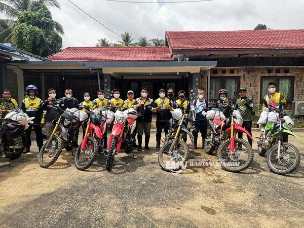 Ketua DPRD HSS Bersama Komunitas Trail Bantuan Korban Banjir HST