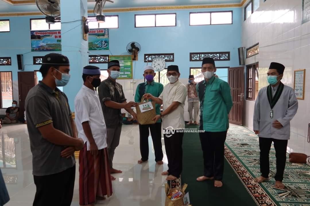 Wabup Syamsuri Arsyad Bersama KAHMI dan HMI Bagikan Sembako untuk Mualaf